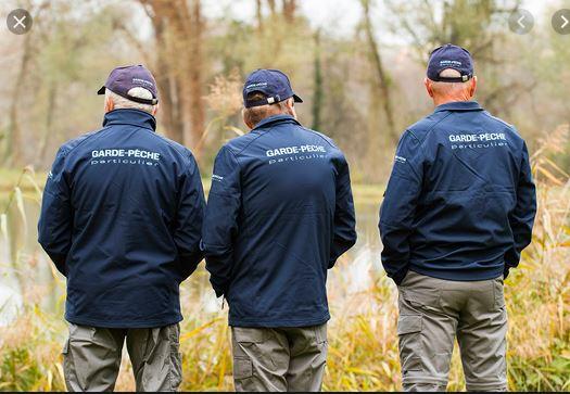 3 gardes volontaires